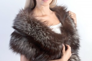 A real fur shawl to be trendy during winter
